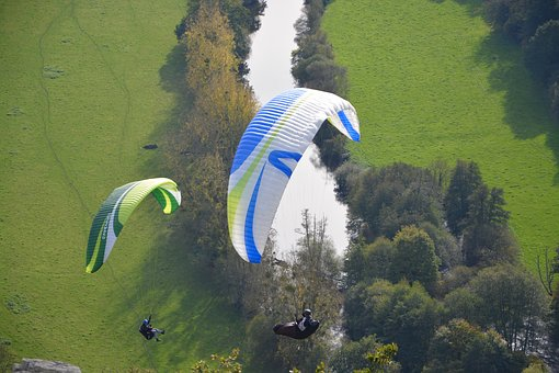 paragliders-2910954__340