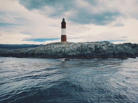lighthouse-1209856__340